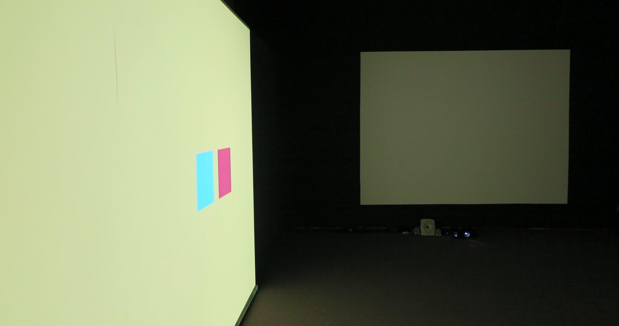 Installatie met dia projectie van Birgit Bemers